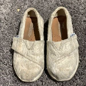 Toms for toddler size 6